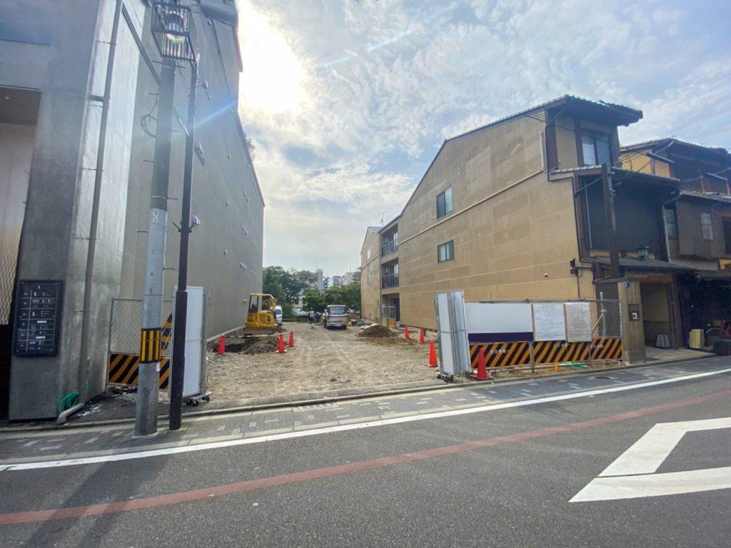 祇園の鉄骨造新築工事現場 着工